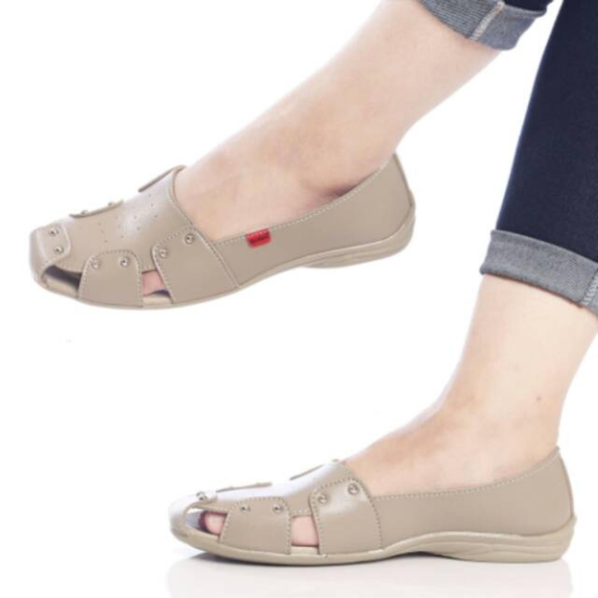 Kickers Women Cream Flat Shoes