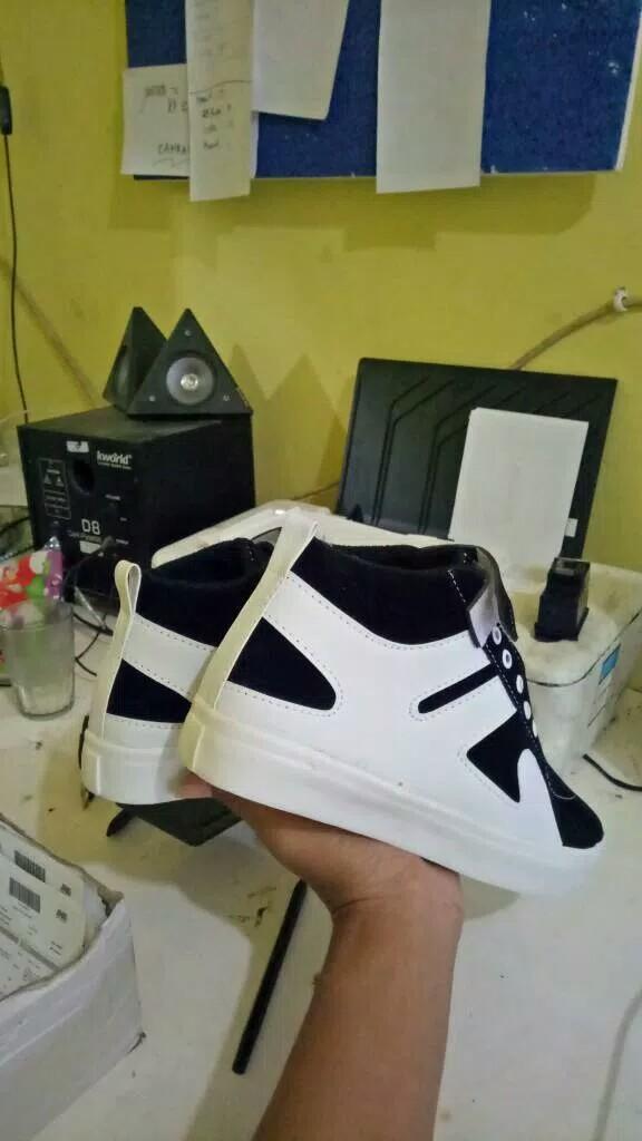 Features Sneakers Boot Savvy Dan Harga Terbaru - Daftar Harga dan ... ecc083957f