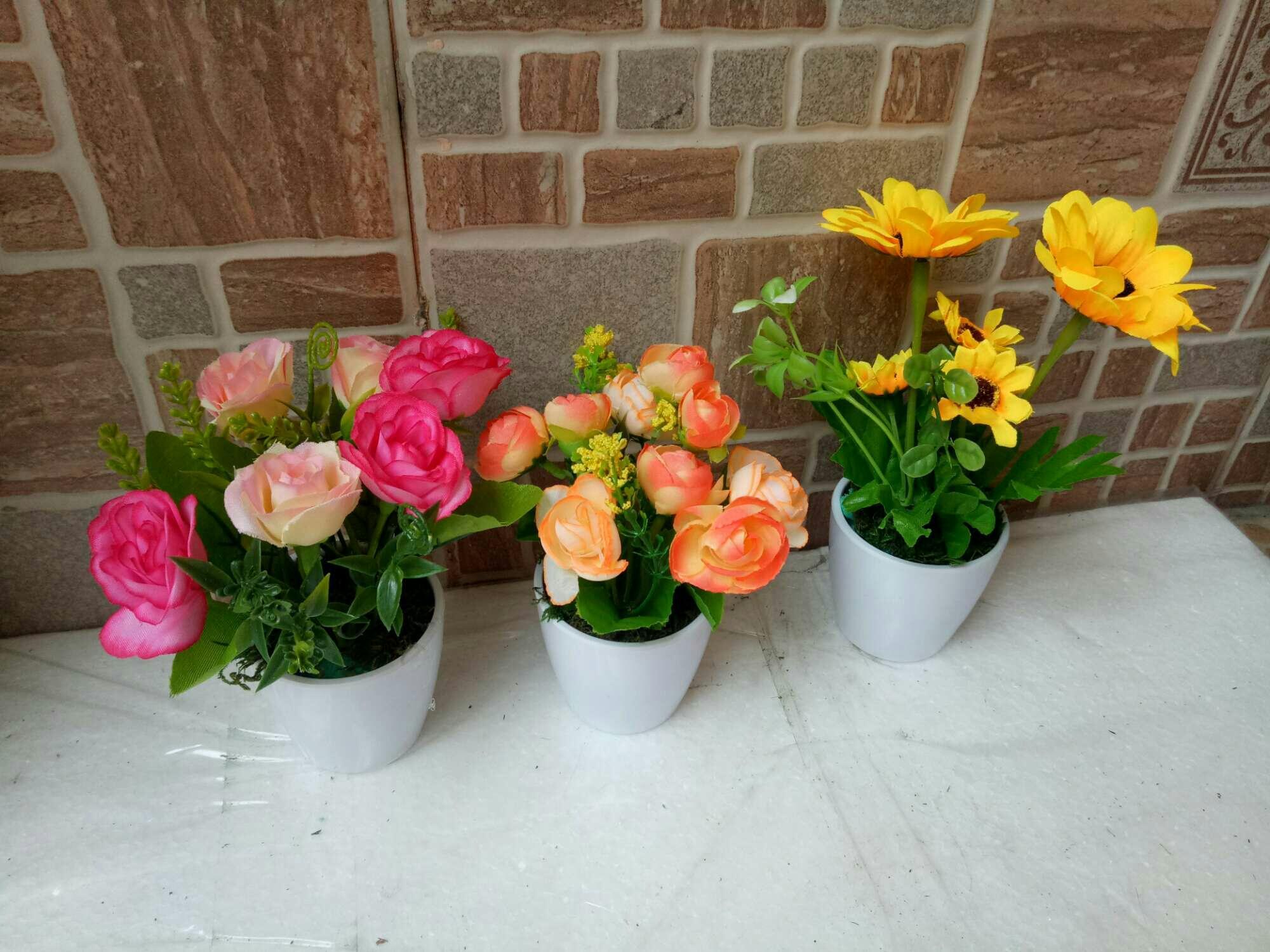 Artificial bunga mini dengan vas melamin bulat - 3 .