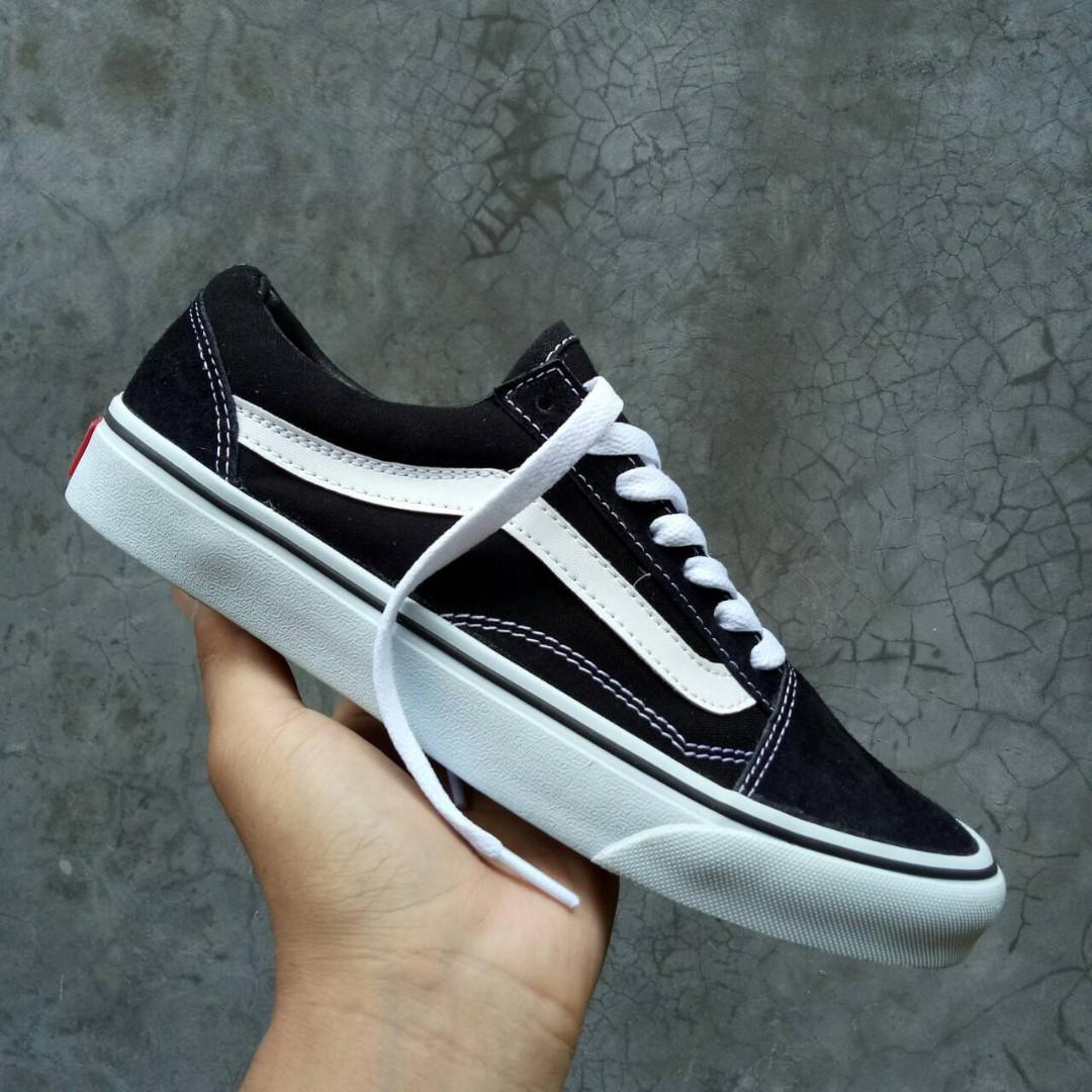 Promo Sepatu Vans Off The Wall Starwars Sneakers Planet Pria ... d01358a42b