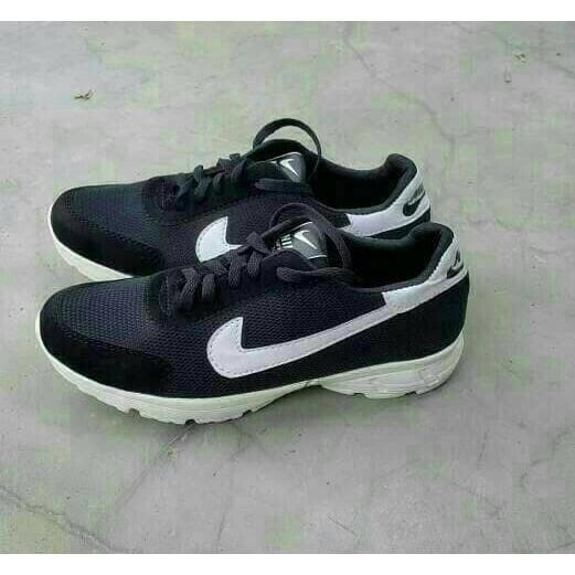 Sepatu Olahraga Pria Nike Warna Hitam Putih Sport Kets Running Cowok - Zwje4d