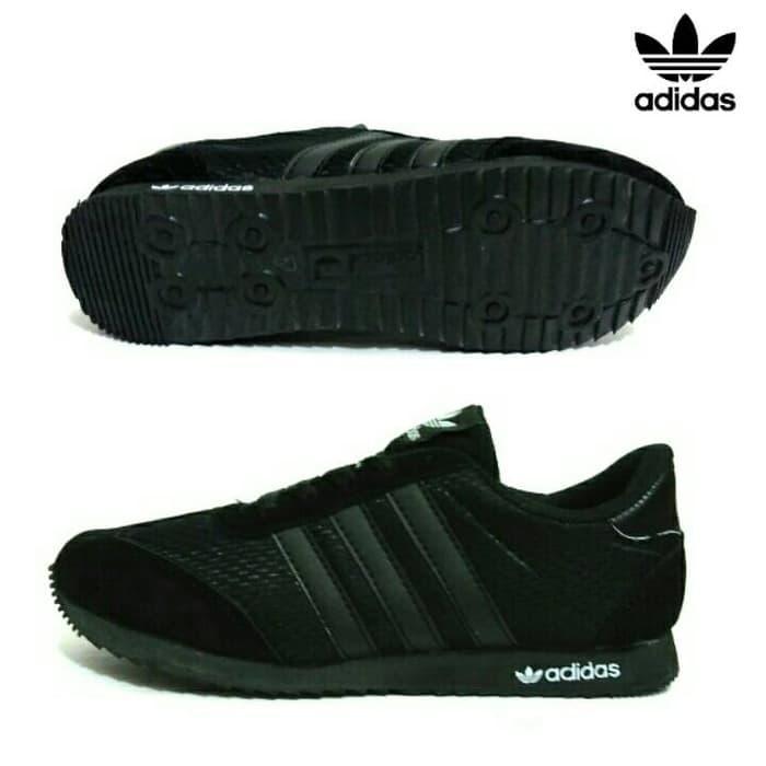 Kelebihan Sepatu Kets Sekolah Anak Adidas Black White Strip Terkini ... e399a7171e