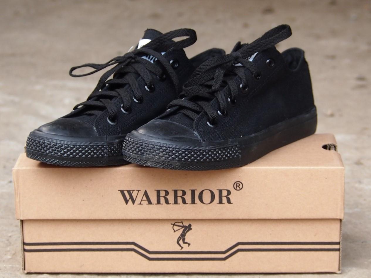 Fitur Sepatu Kets Warrior Cewek Cowok Md70 Spartalc All Black Dan ... 2434bf39d4
