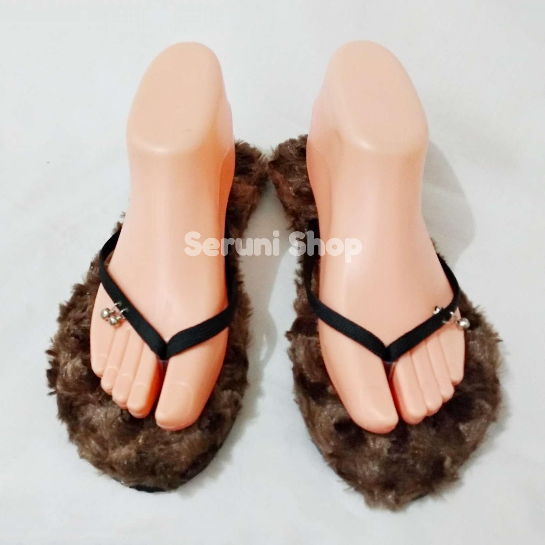 Detail Gambar Seruni Flat Sandals Jepit Bulu Cokelat Terbaru