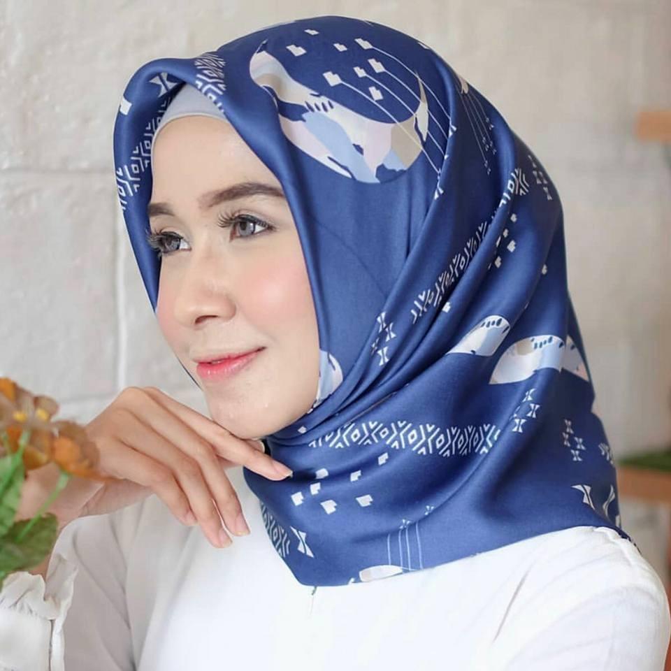 Jilbab Segi Empat Maxmara Moonlight