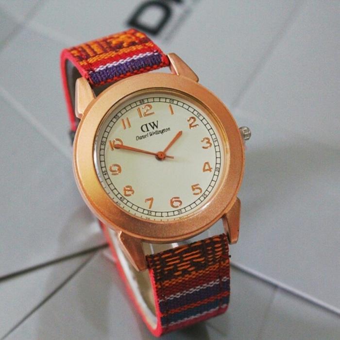 Detail Gambar jam tangan Dw Wanita / jtr 1070 merah Terbaru
