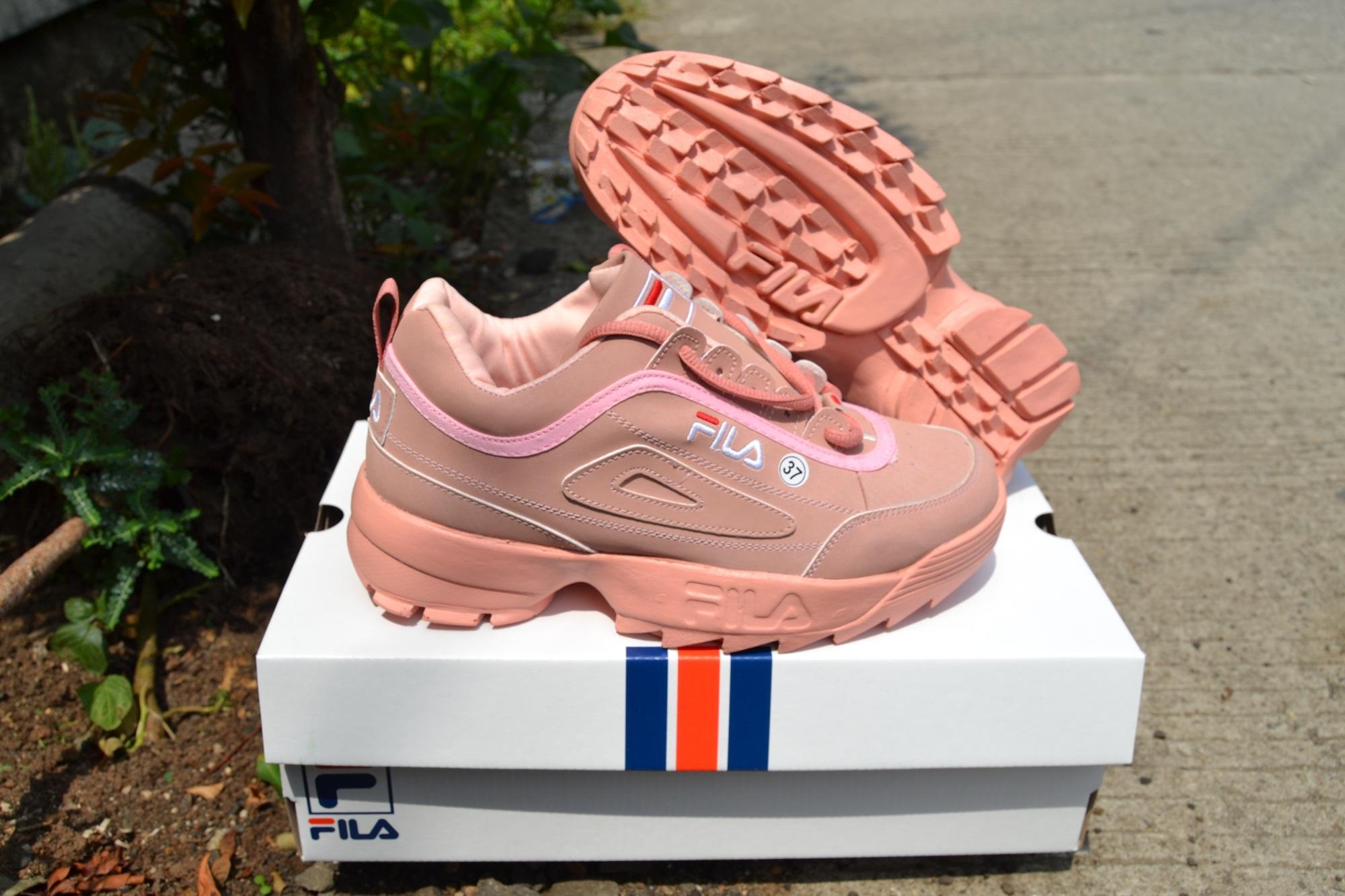 Terlaris Fila For Woman Sepatu Jalan Jalan Sepatu Running Sneakers ... c04df55256