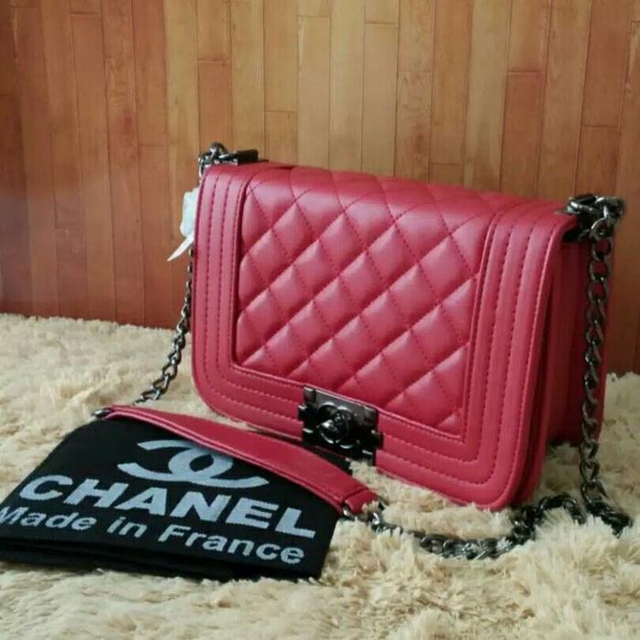 Tas Tas Selempang Branded Wanita Cantik Berkelas  Tas Selempang Wanita Branded Chanel Boy Mini Tali Rantai Warna Merah