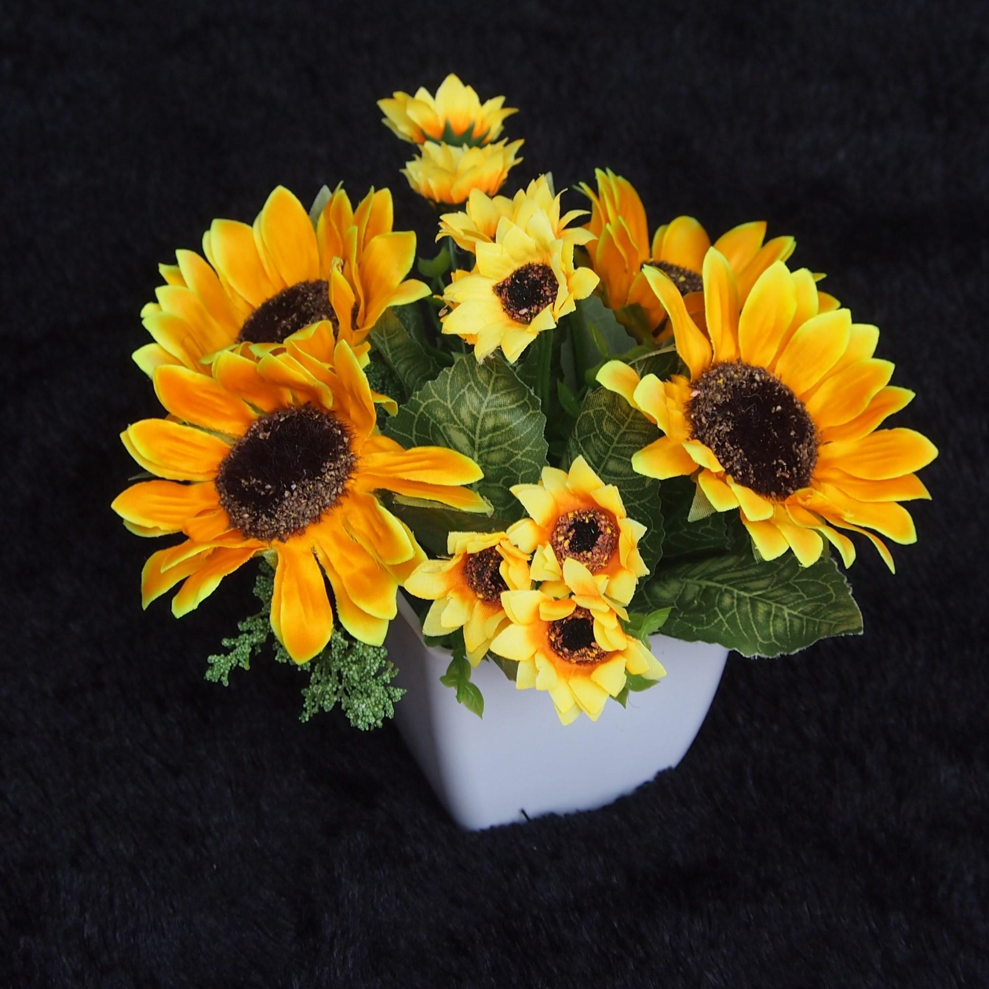 Bunga Dekorasi Dan Pajangan - Bunga Matahari New Hiasan Plastik Cantik Dan  Fresh - 2 db012cf529