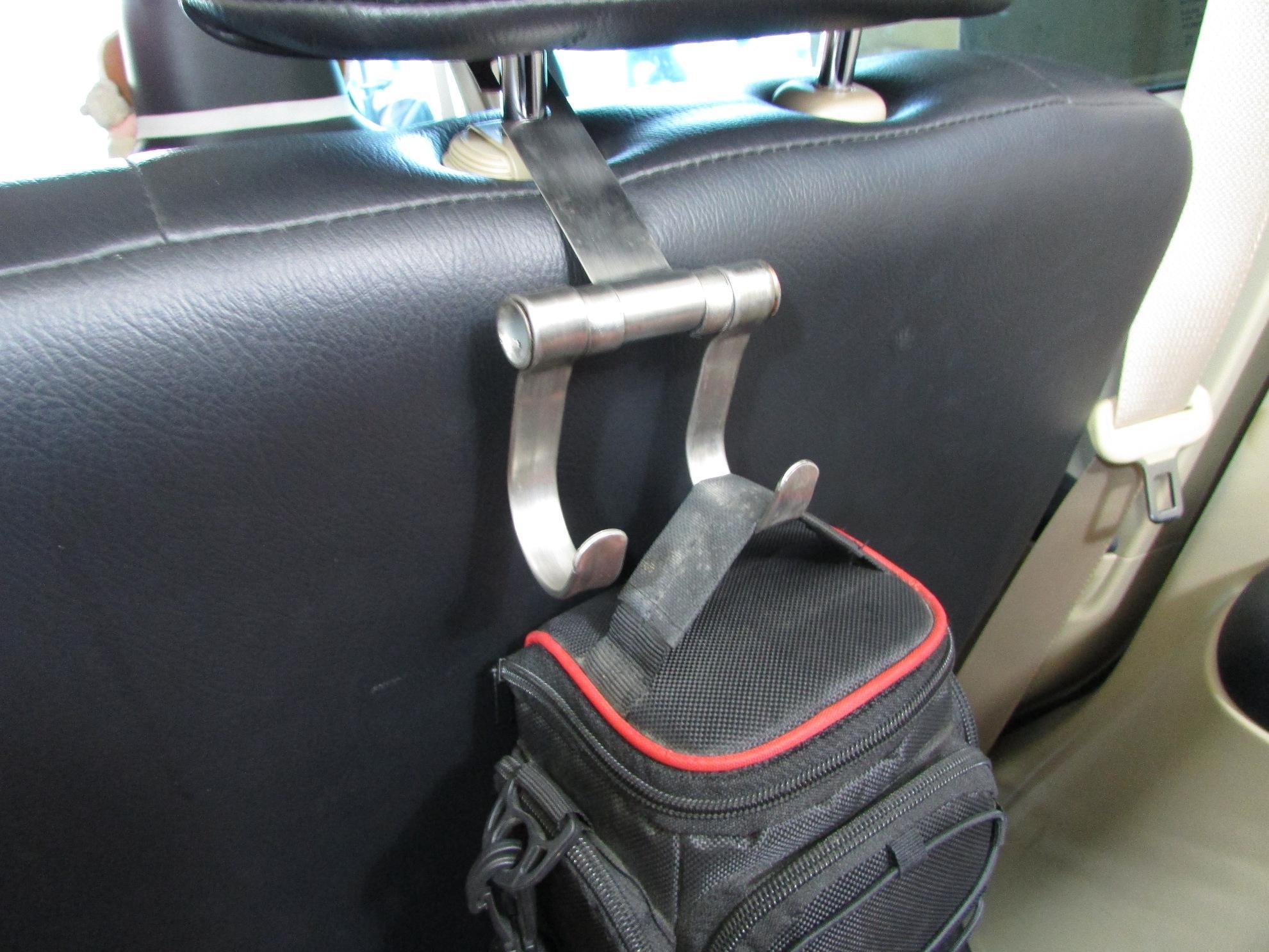 Sehingga barang di dalam mobil lebih rapi dan tidak berantakan. Produk universal hanger ini bisa digunakan / cocok pada semua merek dan jenis mobil.
