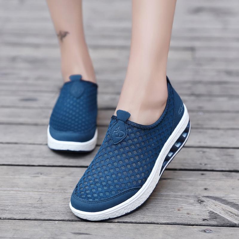 Detail Gambar Mentee Wanita Goyang Sepatu Tinggi Meningkatkan Sepatu Kasual Fashion Terbaru