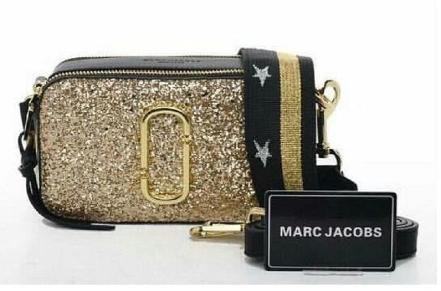 Marc Jacob Gold   MJ Glitters Gold   Snapshoot Gold   Tas Selempang Bahu  Wanita   f8902203e5