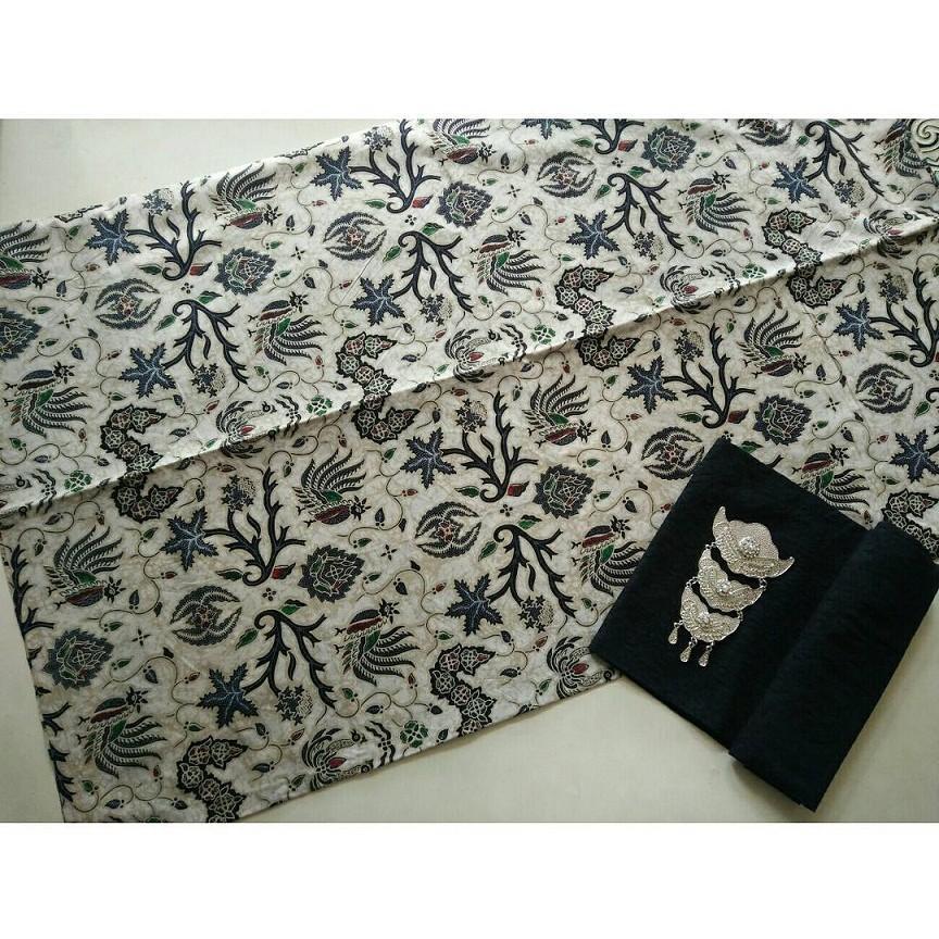Kain Batik Solo Wahyu Tumurun Lawasan Warna Putih