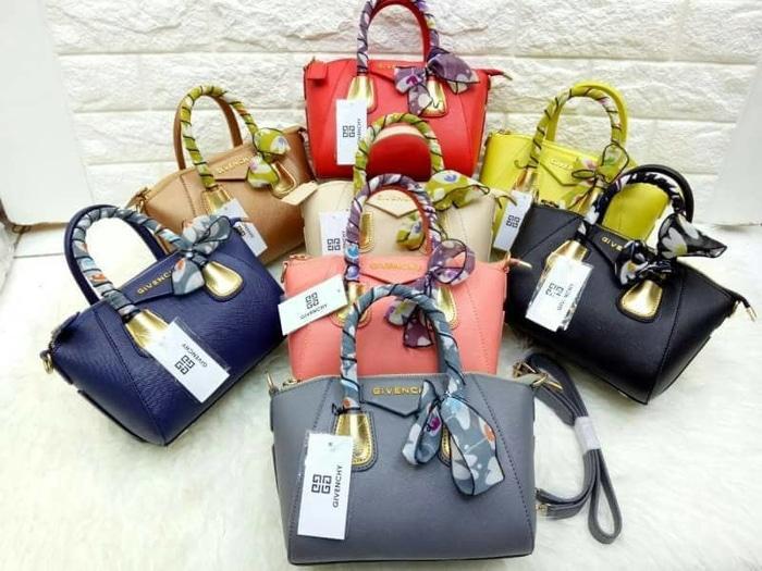 Tas Hand Bag Branded Wanita Cantik Berkelas  Tas Givenchy Antigona Plat Acc Black Nikel Bahan Taiga