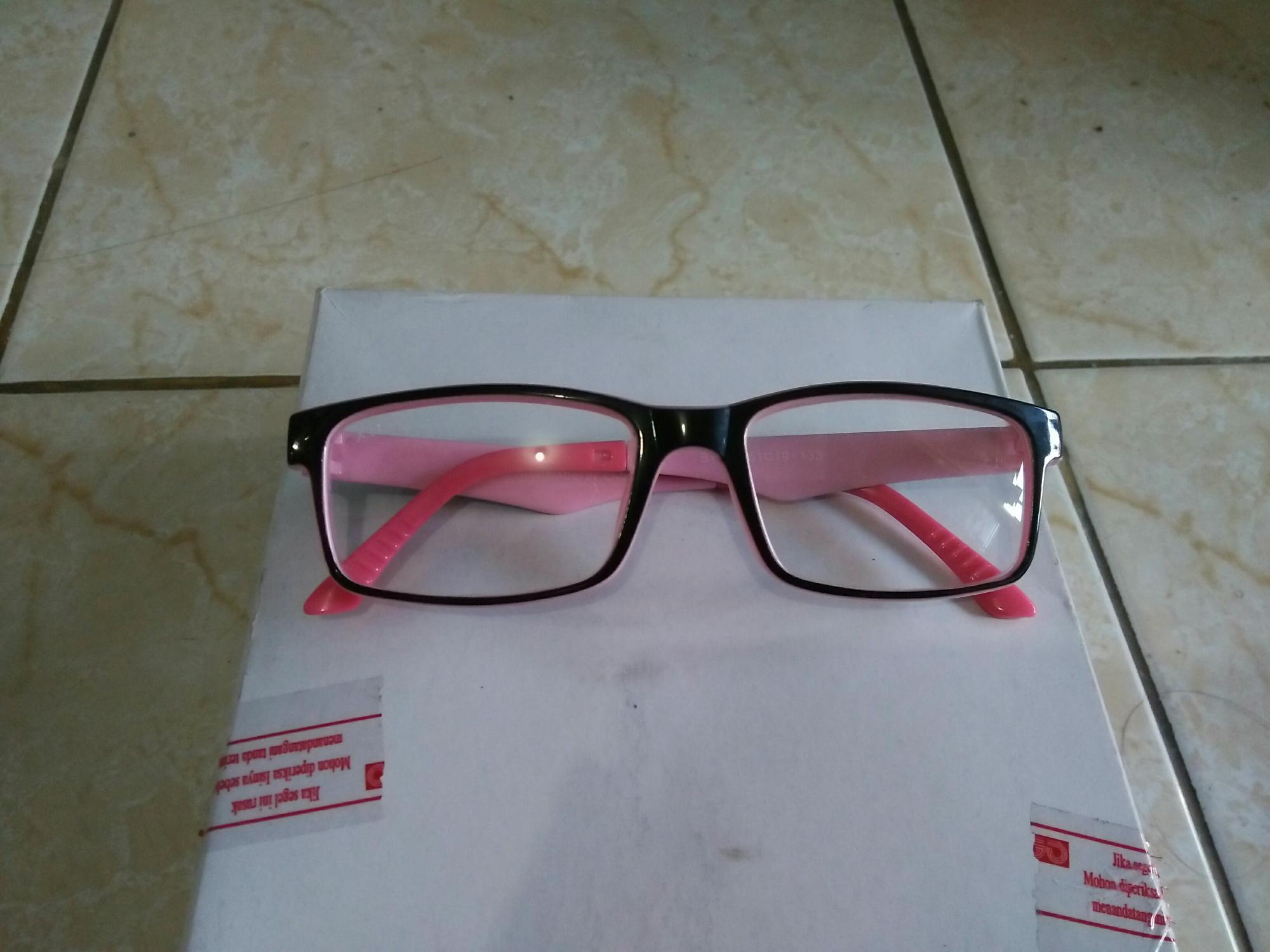 Detail Gambar Kacamata persegi fashion murah gagang pink Terbaru