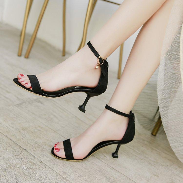 Sepatu Hak Tinggi 2018 musim panas model baru Gesper Horizontal kelihatan  jari kaki Sandal summer wanita 72d512f599