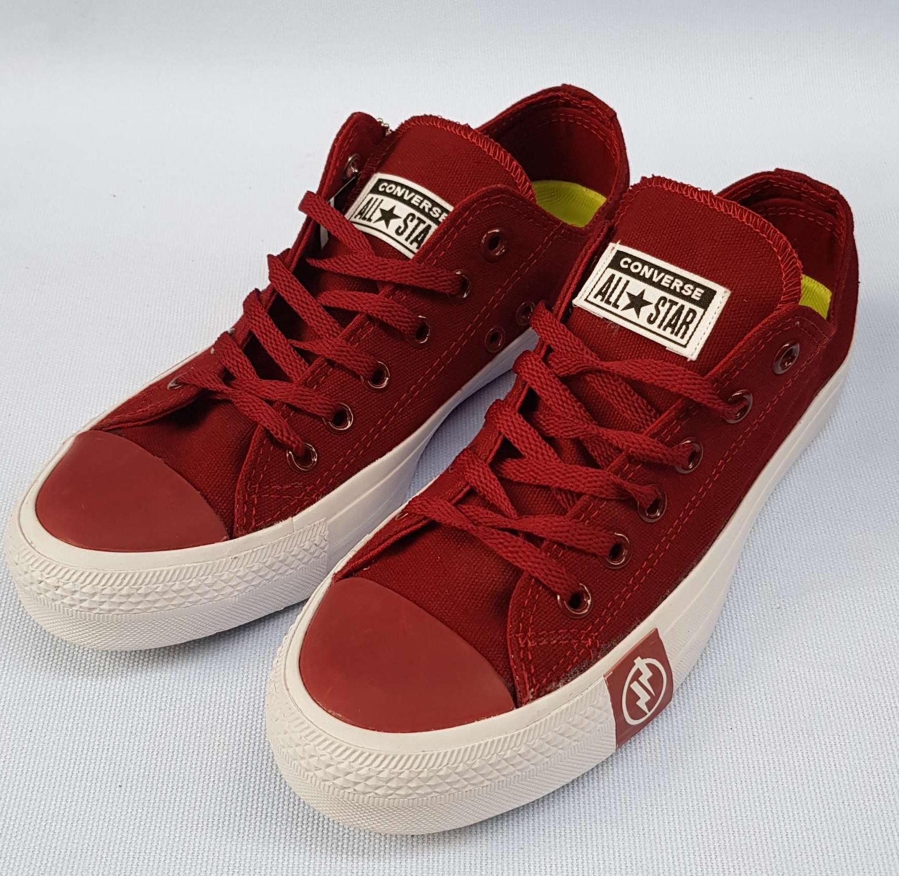 Kelebihan Sepatu Converse Chuck Tailor 2 Flash Terkini - Daftar ... eb7a60d89c