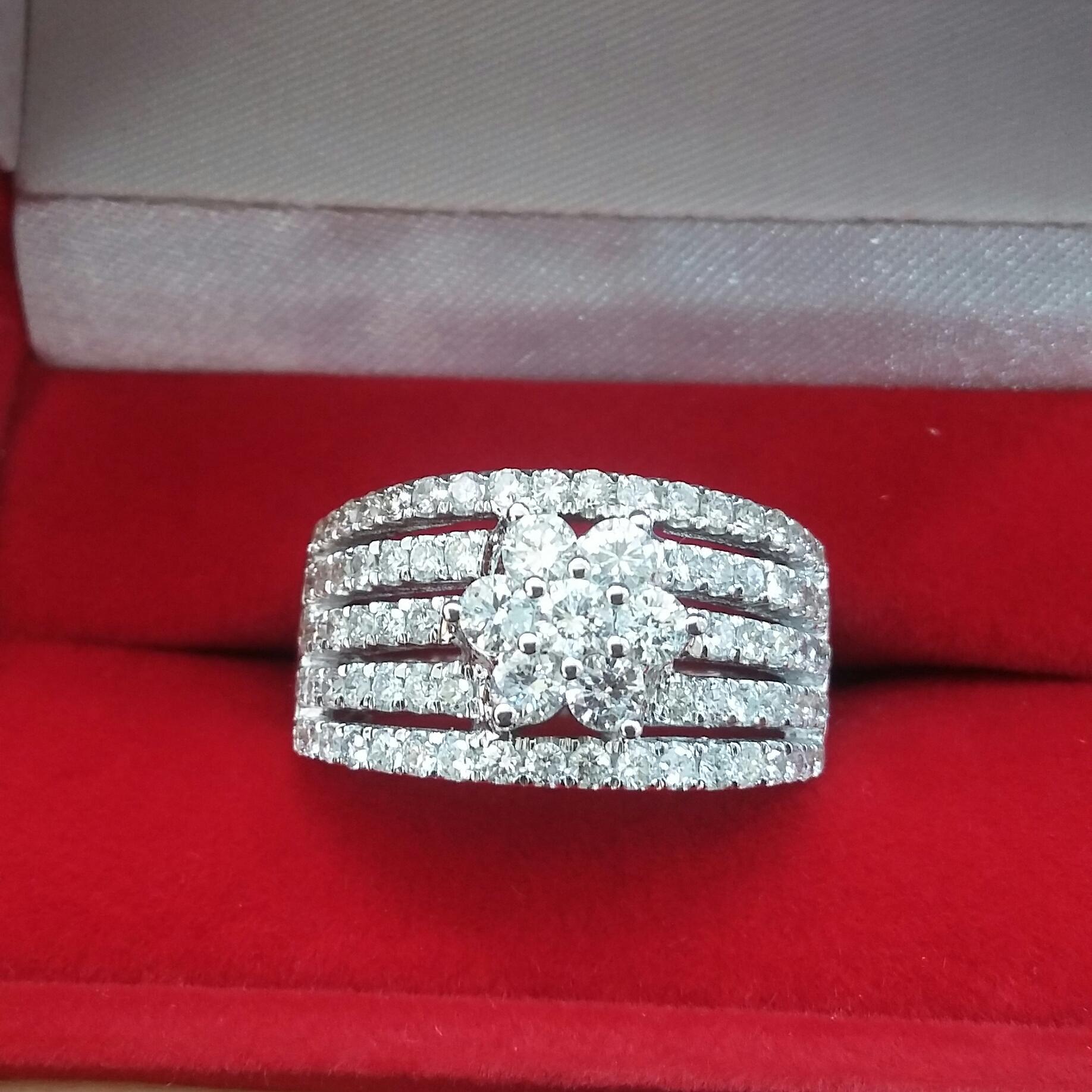 cincin fashion berlian eropa ikat Emas Putih 75 %
