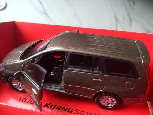 Fitur Best Seller Miniatur Mobil Toyota Kijang Innova Brown