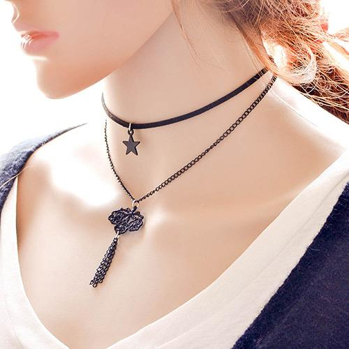 LRC Kalung Vintage Black Hollow Out Leaf Pendant Decorated Double Layer Necklace