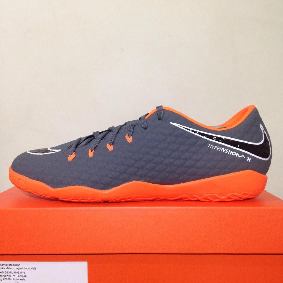 ac9aab7be4b8 Sepatu Futsal Nike Phantom 3 Academy IC Dark Grey Orange AH7278-081  Original BNIB Variasi