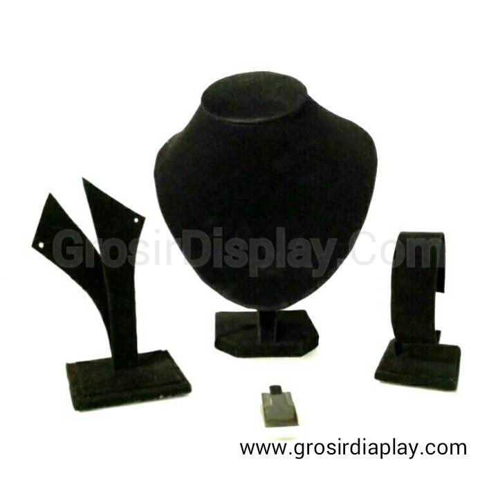Display Set Perhiasan Tempat Kalung Gelang Cincin Anting Set Perlengkapan Seserahan Lamaran Hitam Bludru