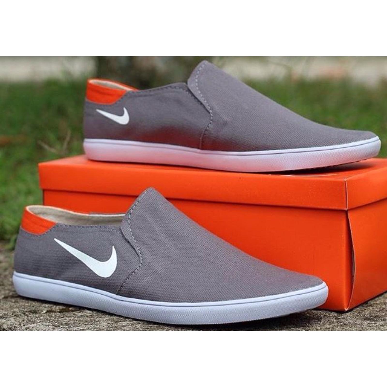Cek Harga Baru Jual Off White Sepatu Sneakers Slip On Nike Fresto ... 57bedc7deb
