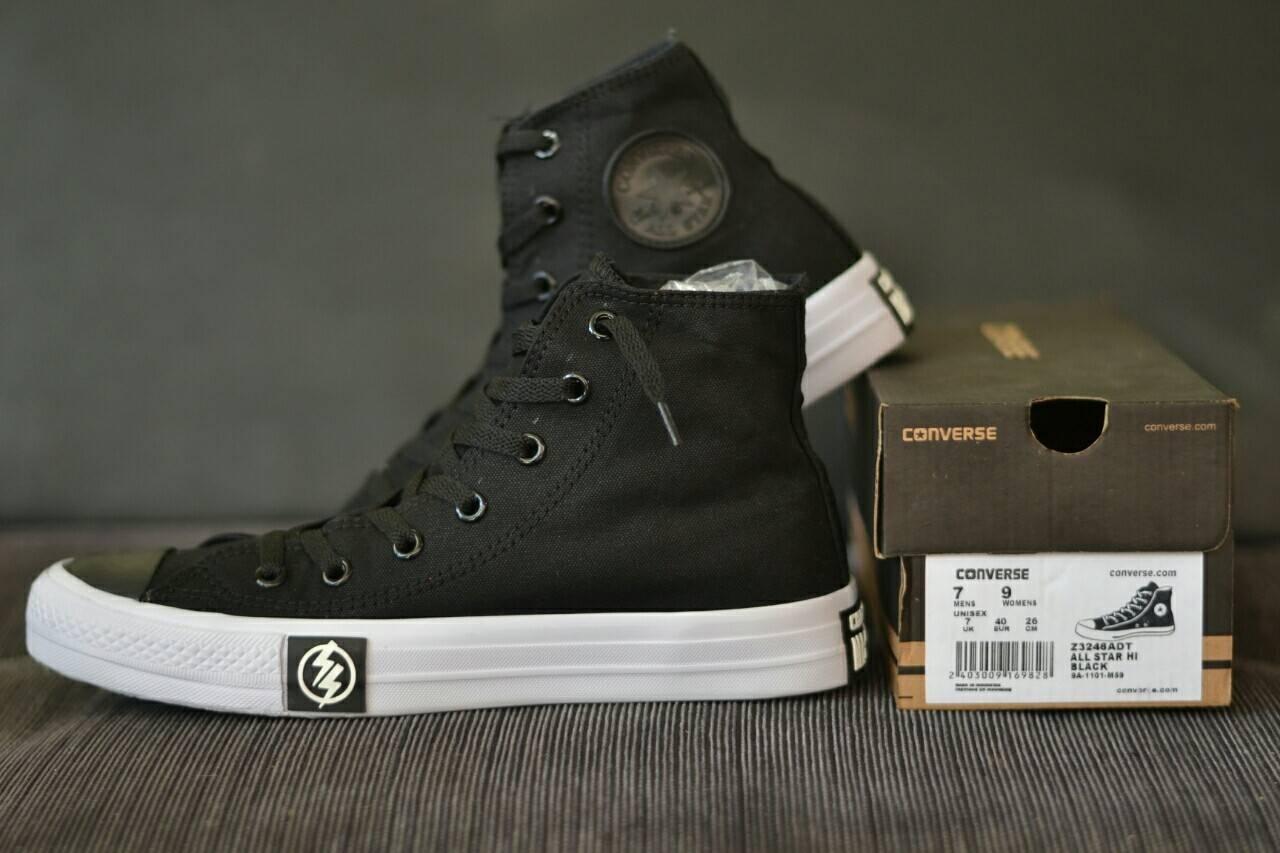 Fitur Sepatu Converse Gaya Pria Kasual Trendi Terkini Kanvas Santay Hitam Black Terbaru Alstar Vans Pantofel