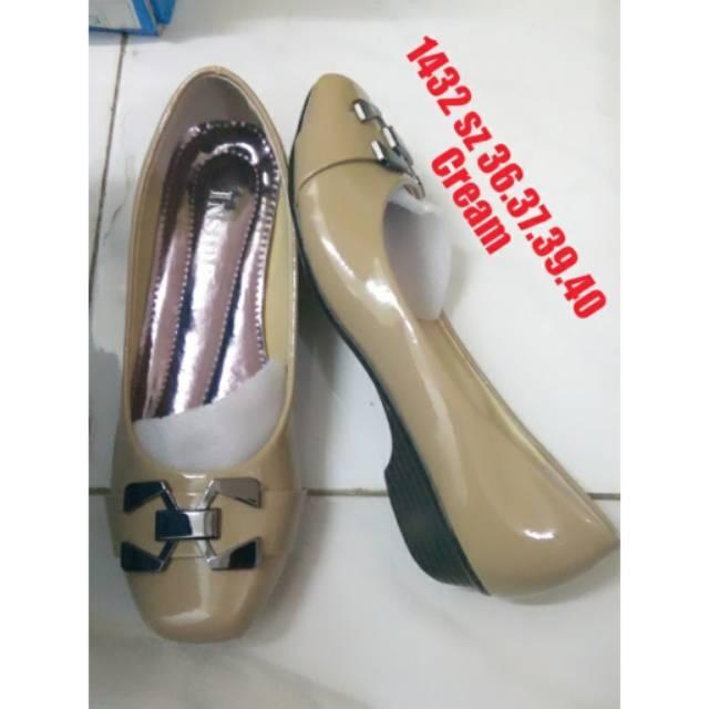 Sepatu inside