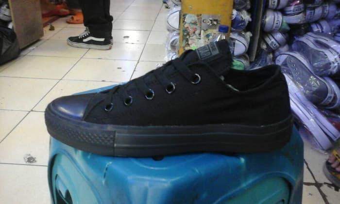 Fitur Sepatu Converse Allstar High Kulit Fullblack Import Quality ... 084d52e7a6