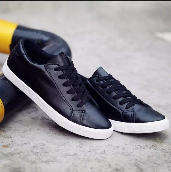 Sepatu Hitam Polos 01 - Kets Sneaker Hitam - Sepatu Wanita/Pria Hitam