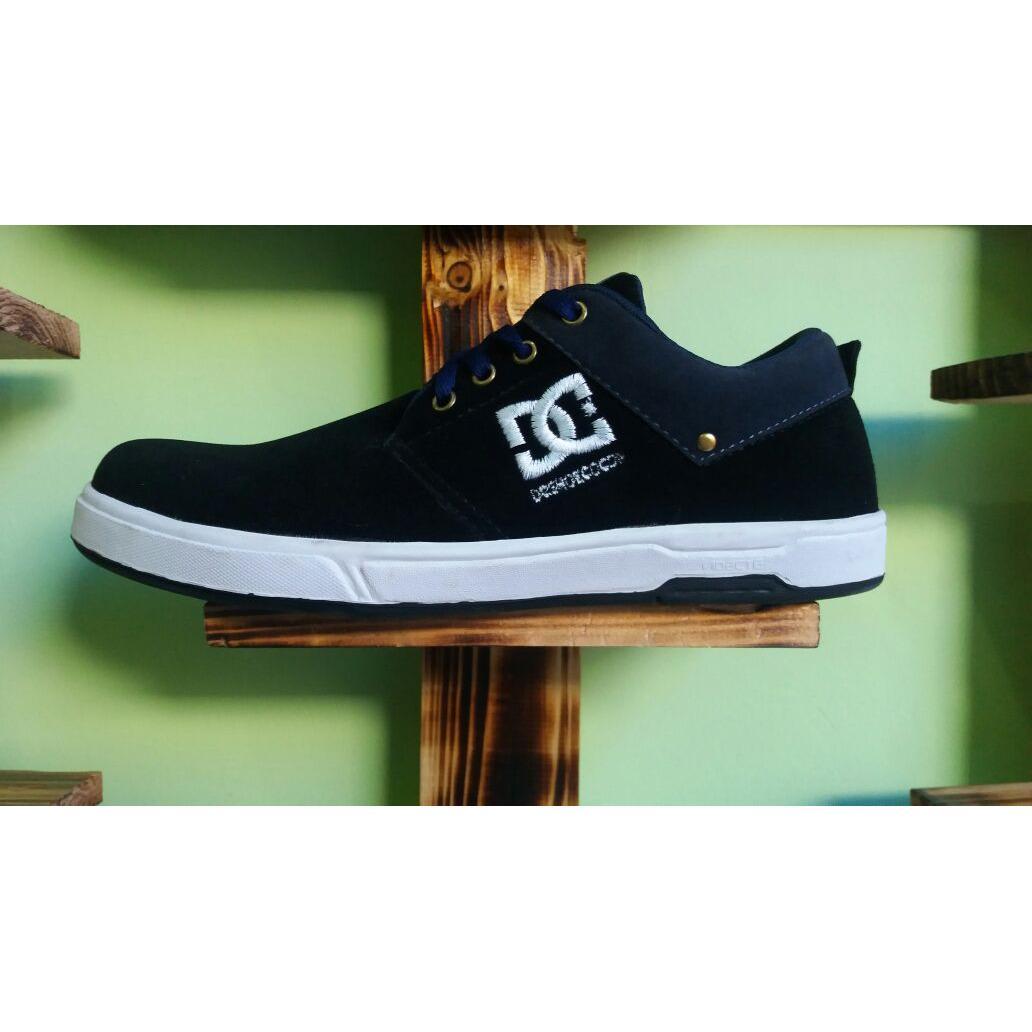 Detail Gambar sepatu sneakers dc shoes pria terbaru-HITAM LIS NAVY Terbaru e41b8b834d