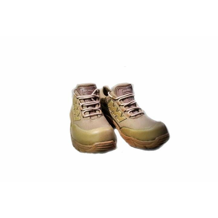 Sepatu safety semi boots Magnum