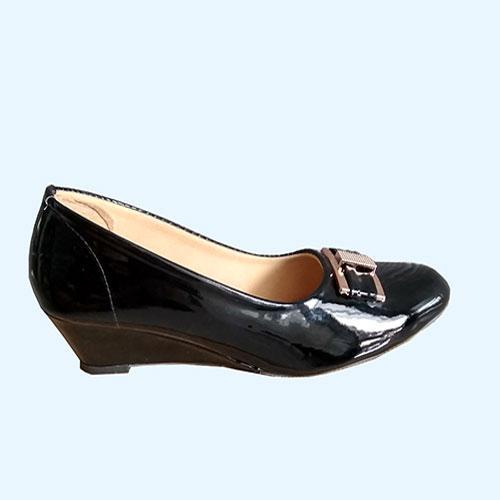 threeasih sepatu wanita wedges pantofel glossy polkadot cream nf-500