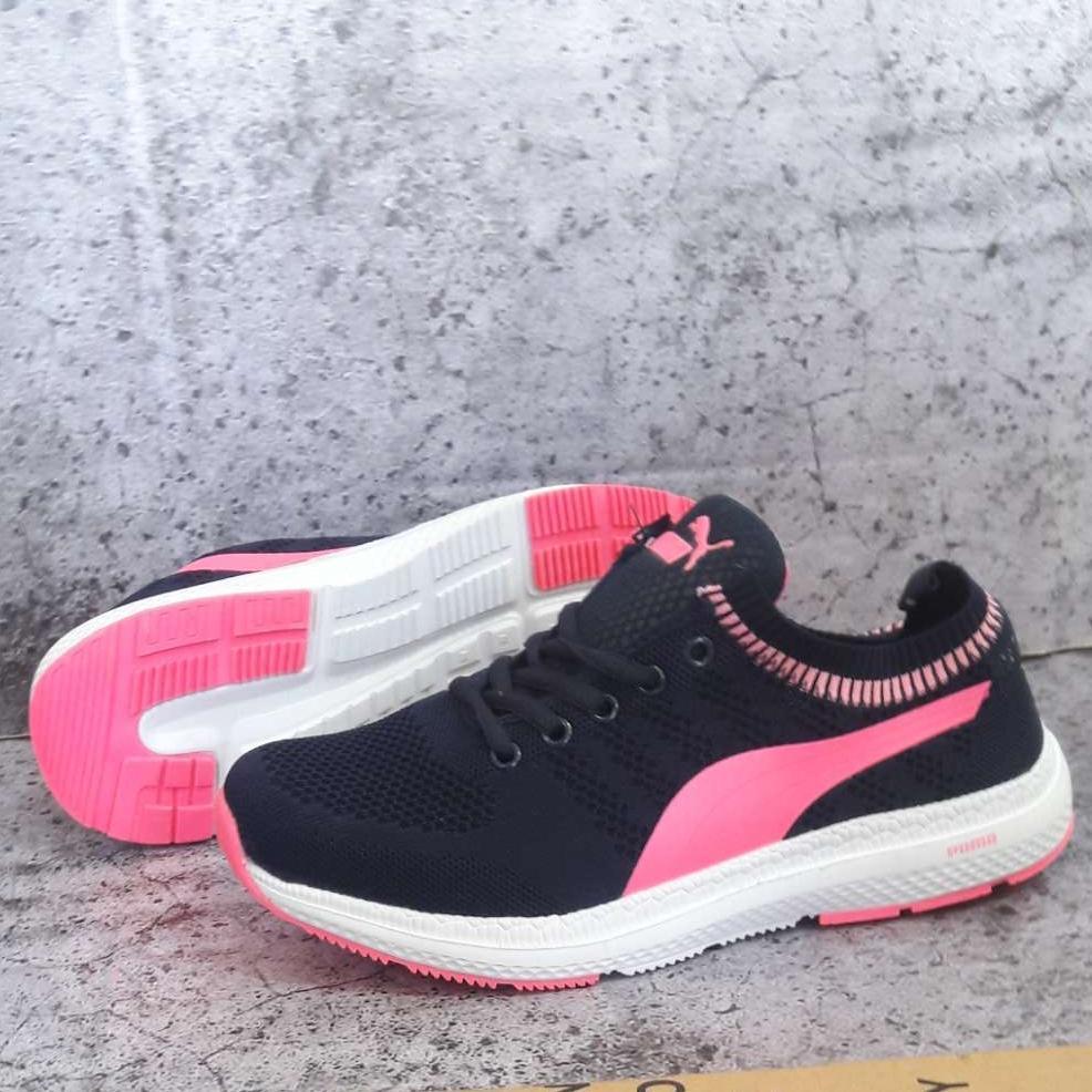 Sepatu olahraga wanita pu ma impor.sepatu senam zumba obic gym lari running. sepatu 7aee3f95c0