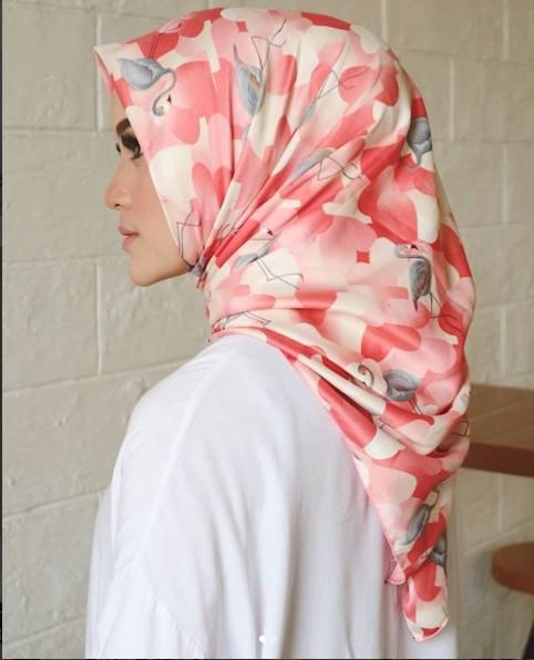 Hijab Segiempat Cotton Silk FLAMINGO
