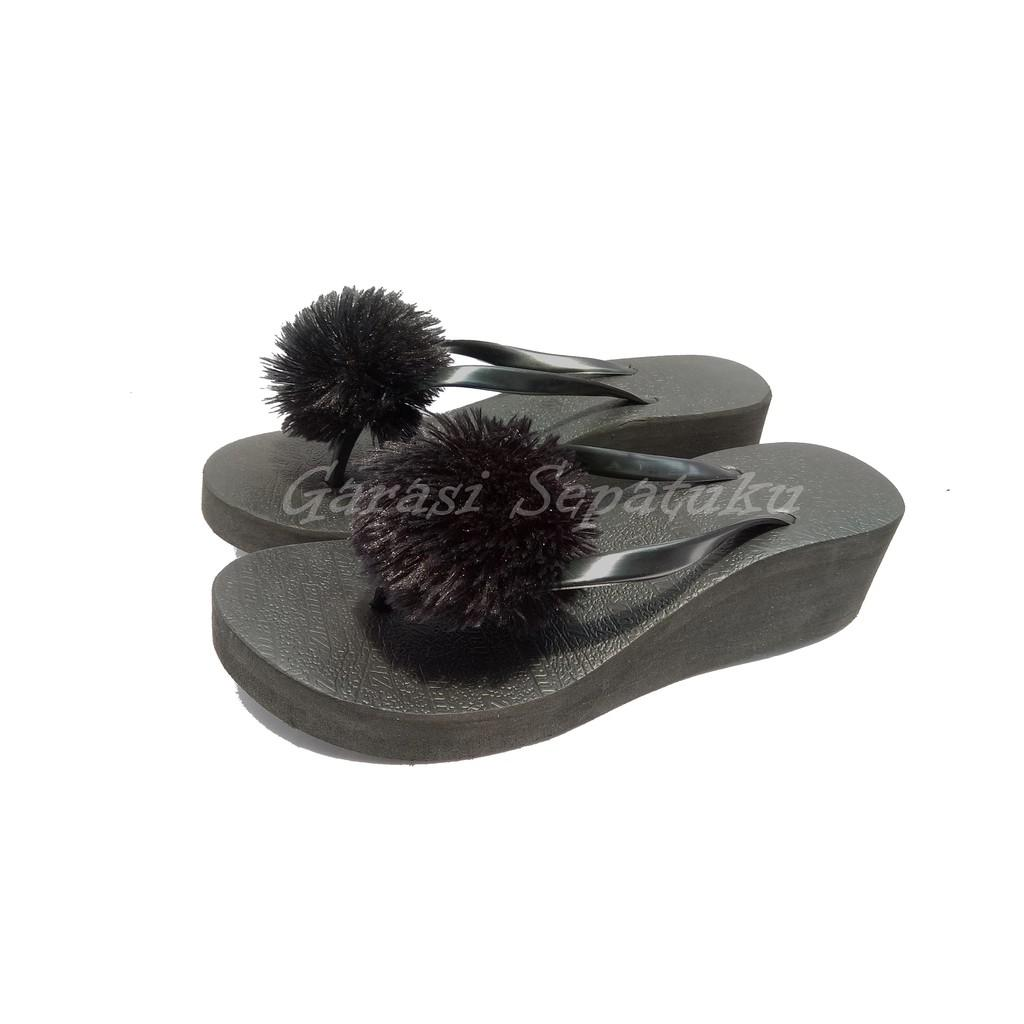 WEDGES POMPOM SHAFIRA HITAM