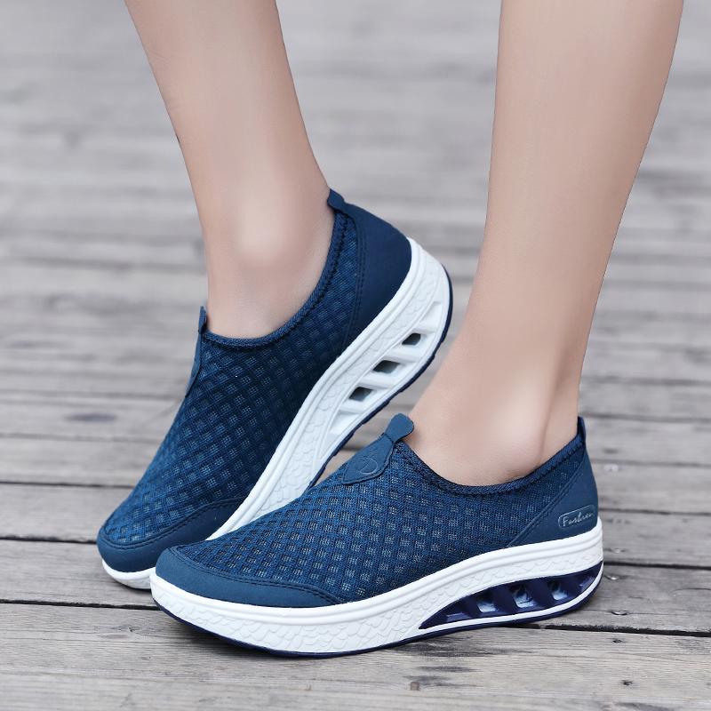 Mentee Wanita Goyang Sepatu Tinggi Meningkatkan Sepatu Kasual Fashion - 4 .