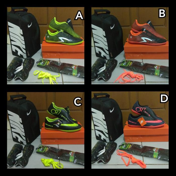 Kelebihan Sepatu Bola Futsal Anak Adidas Nike Specs Terkini - Daftar ... 0024653ff4