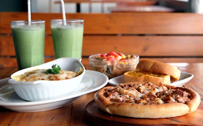 Milan Pizzeria Cafe Pasta Beef Lasagna + Pizza Meat & Meat (Small) + 1 Salad + 2 pcs Garlic Bread + 2 Green Tea