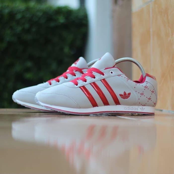 Fitur Original Sepatu Olahraga Wanita Sepatu Fitnes Adidas