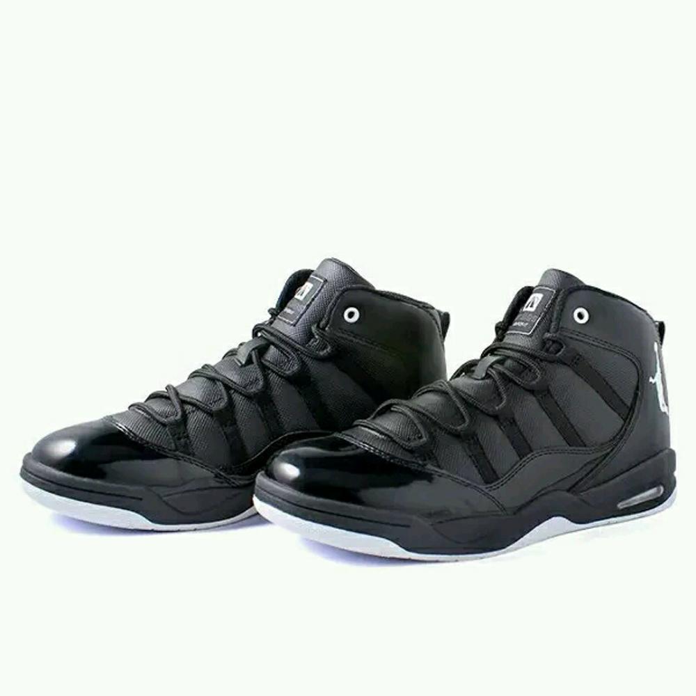 Sepatu Basket DBL Warna Hitam Putih