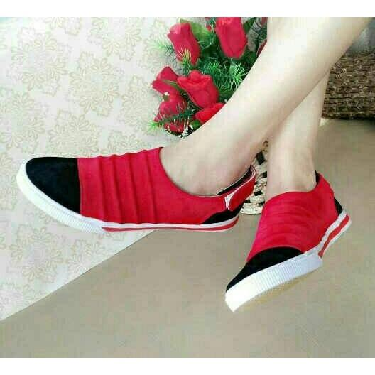 Sepatu Slip On Cyntia Merah