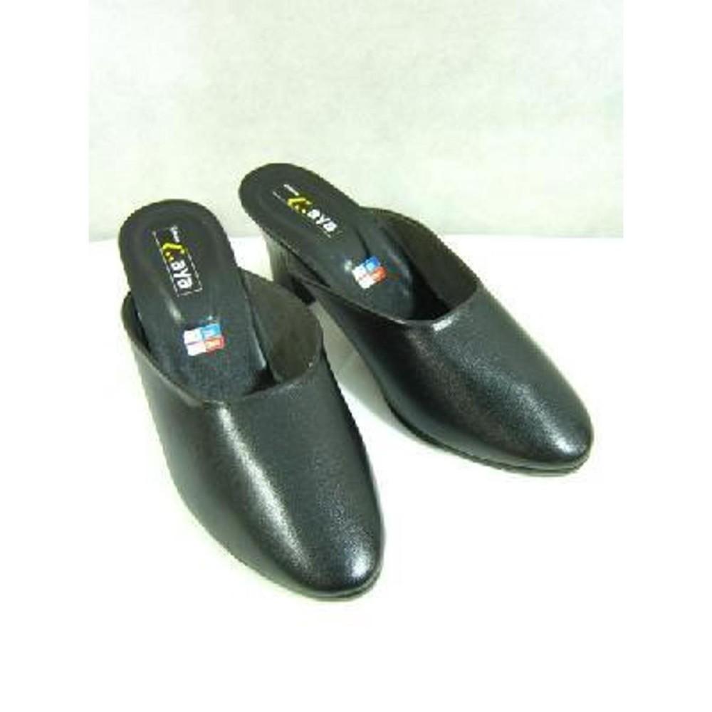 sandal selop warna hitam perlengkapan baju adat jawa pengantin wanita