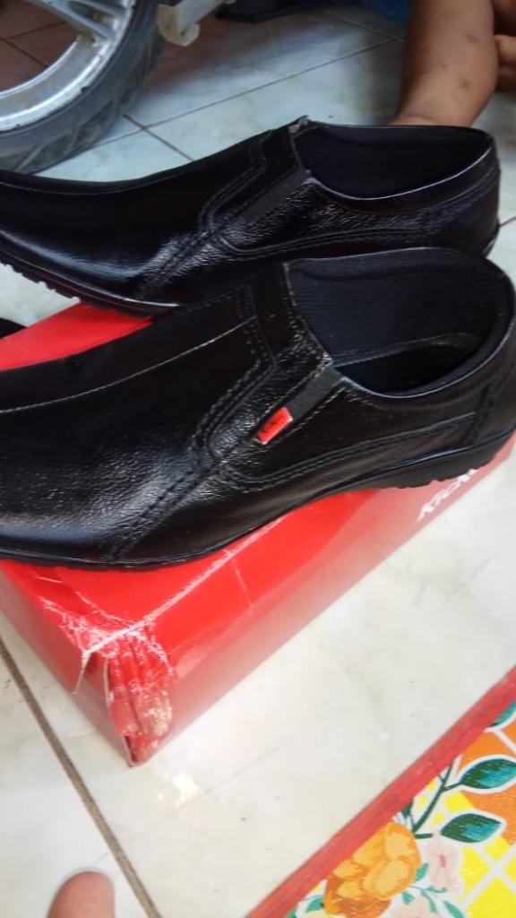 Kickers Sepatu Pria Kulit Asli Model KR 666 Black  dfaf6b46cf