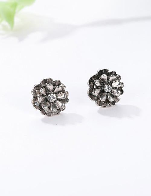 LRC Anting Tusuk Fashion Silver Color Flower Shape Decorated Earrings
