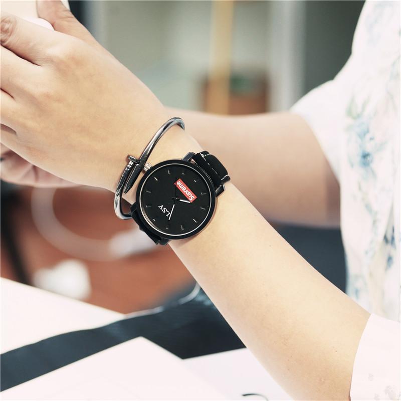 Versi Korea dari ms. laki-laki siswa SMA bentuk perempuan jam tangan jam tangan