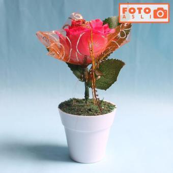 Buket Bunga Mawar Vas Plastik Putih