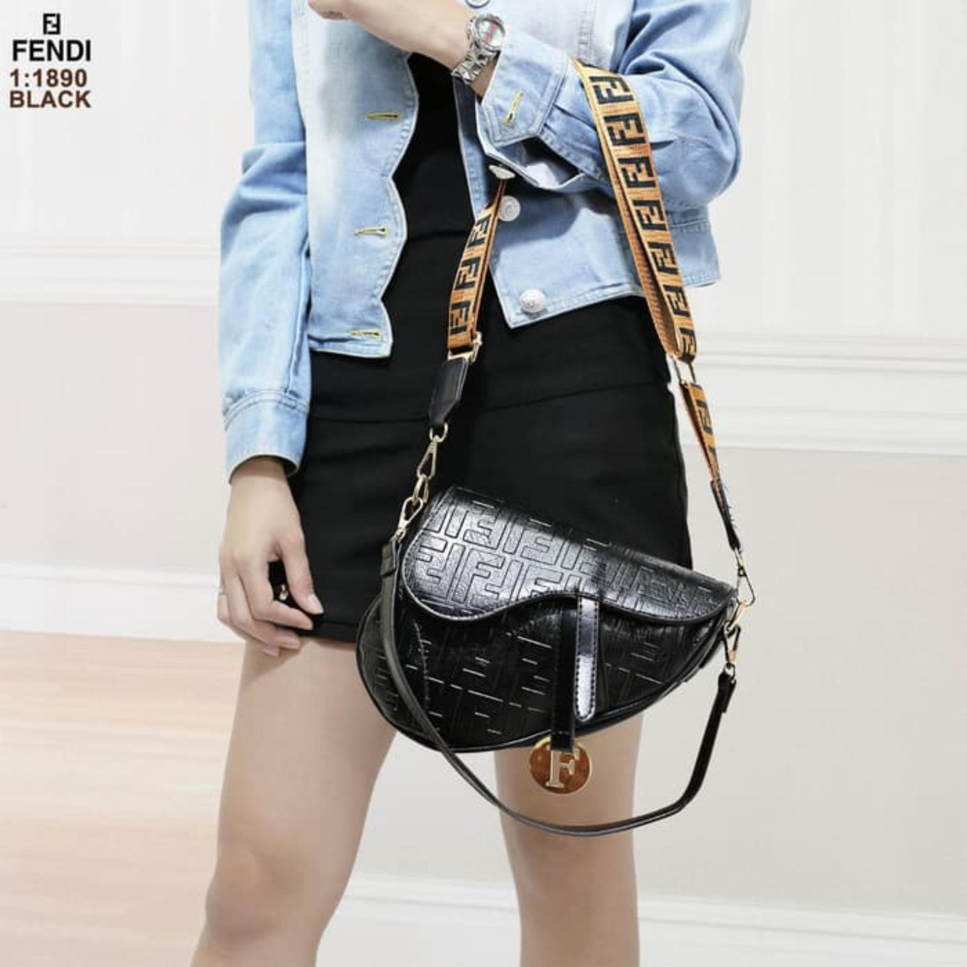 Tas FENDI Saddle / FENDI Saddle Tas Wanita / tas selempang wanita FENDI saddle / Tas Bahu wanita FENDI Saddle