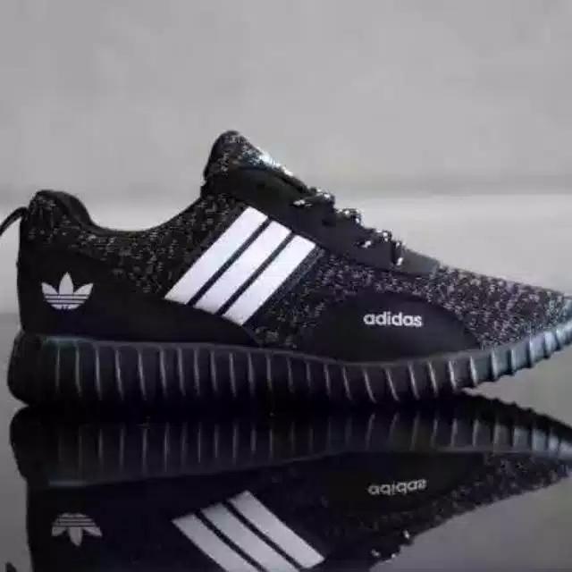 Sepatu sneakers boost hitam - dentat